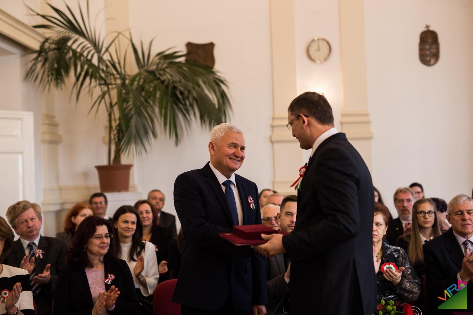 Czeffer István átveszi a díjat