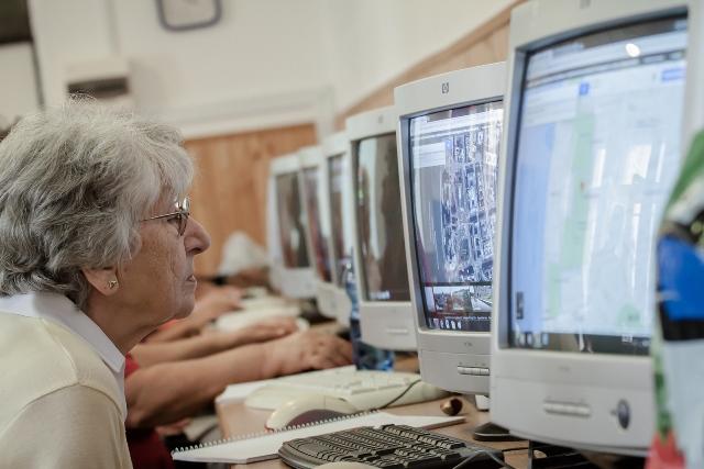 Idősügyi tanfolyamok a 2020/2021-es tanévben