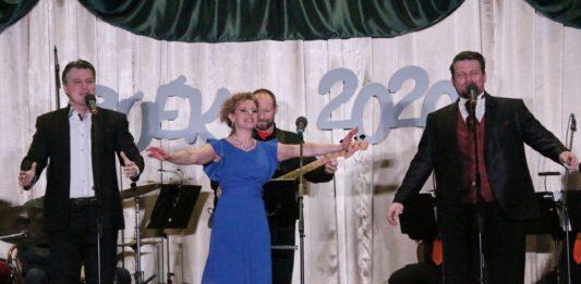 Különleges ez a szeretet, amivel keceli operettgálán fogad a közönség – Interjú Szendi Szilvivel