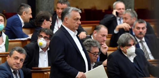 Megszavazta a parlament a felhatalmazási törvényt
