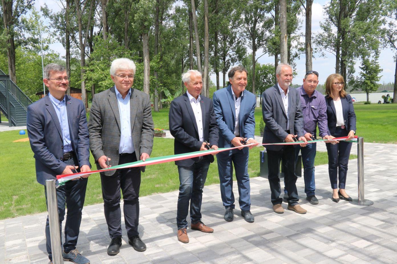 Korszakos jelentőségű fejlesztéseket adtak át a Vadkerti-tó üdülőövezetében