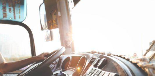 Rengeteg sofőrt keresnek: 600 ezres fizetés, nyolc általános is elég