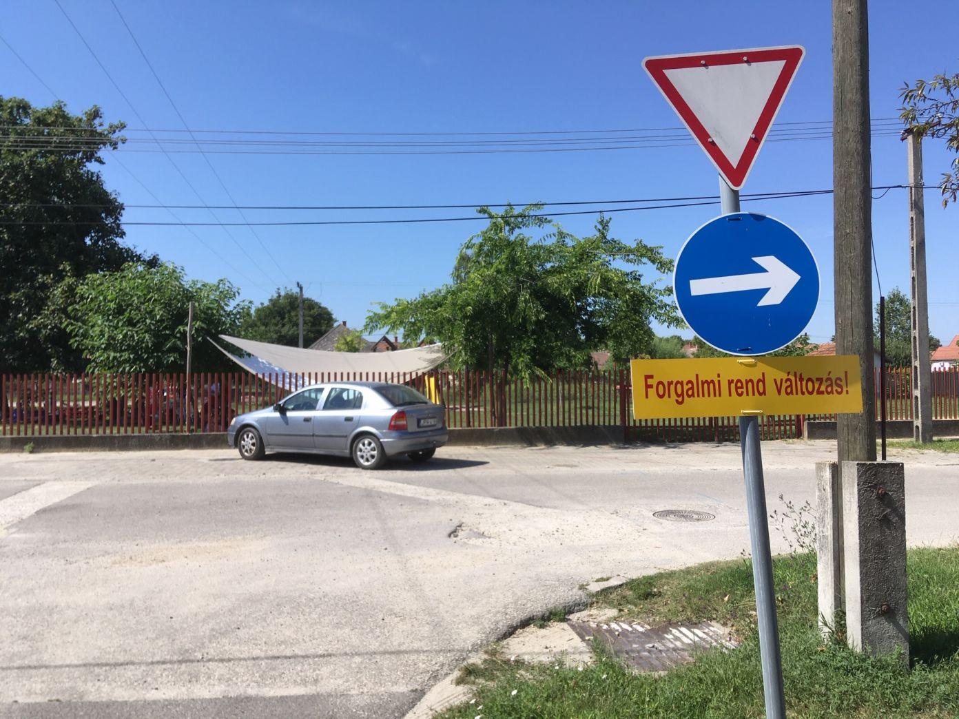 Megváltozott forgalmi rend Izsákon a Kodály Zoltán utcánál