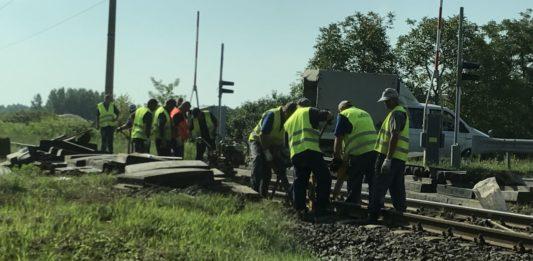 Félpályán haladt a forgalom a soltvadkerti vasúti átjárónál