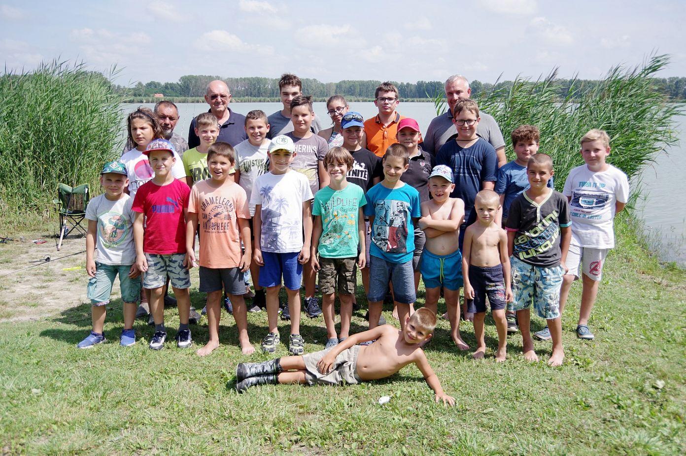 19 fiatal horgász táborozott a Vadkerti-tónál