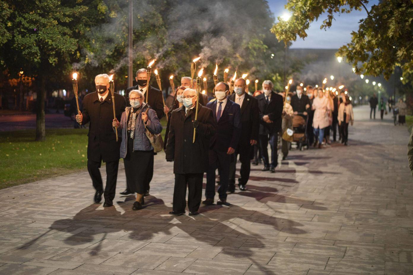 1956-ra emlékeztek Kiskőrösön: fáklyás felvonulással, ünnepi beszéddel, '56-os elismerések átadásával