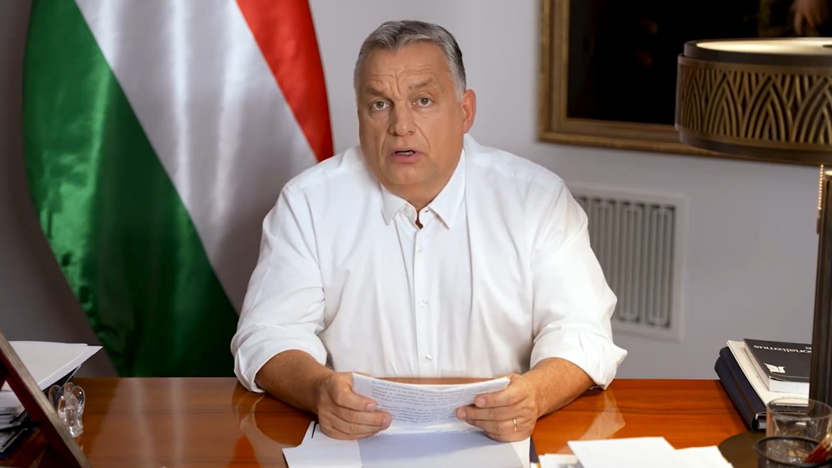 Kijárási és gyülekezési korlátozás jön szerdától – Orbán Viktor a következő szigorító intézkedéseket jelentette be