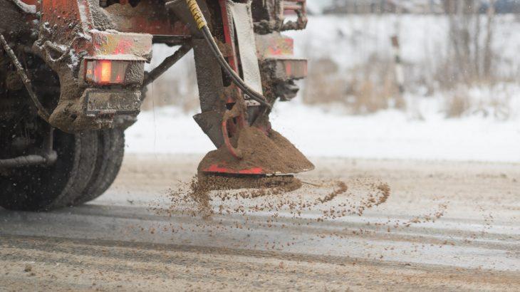 Hol, kinek van felelőssége a téli síkosság-mentesítésben, hó eltakarításban?  A Kőrösszolg Nonprofit Kft. felkészült a zordabb télre