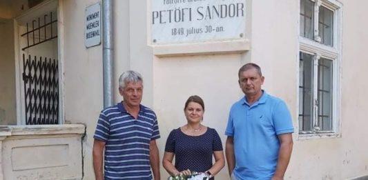 Székelykeresztúron koszorúzott a kiskőrösi delegáció