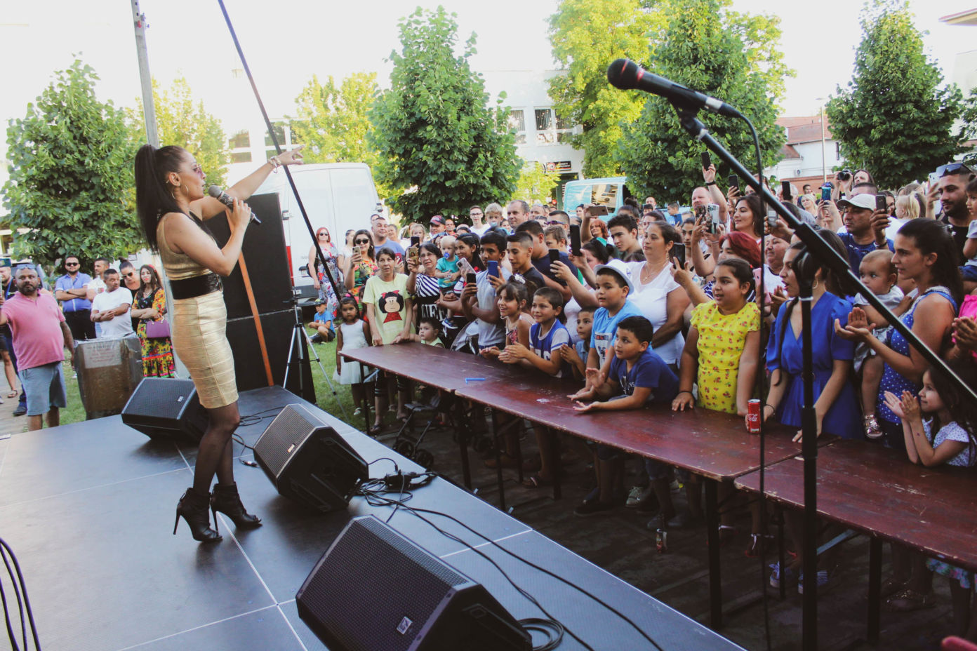 Nagy sikerű roma kulturális roadshow volt Kiskőrösön, ahol színpadra lépett Nótár Mary is