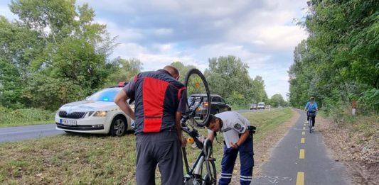 A bicikliúton esett el egy kerékpáros, kórházba kellett szállítani