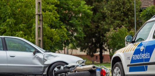 Motoros elé hajtott egy személyautó Soltvadkerten