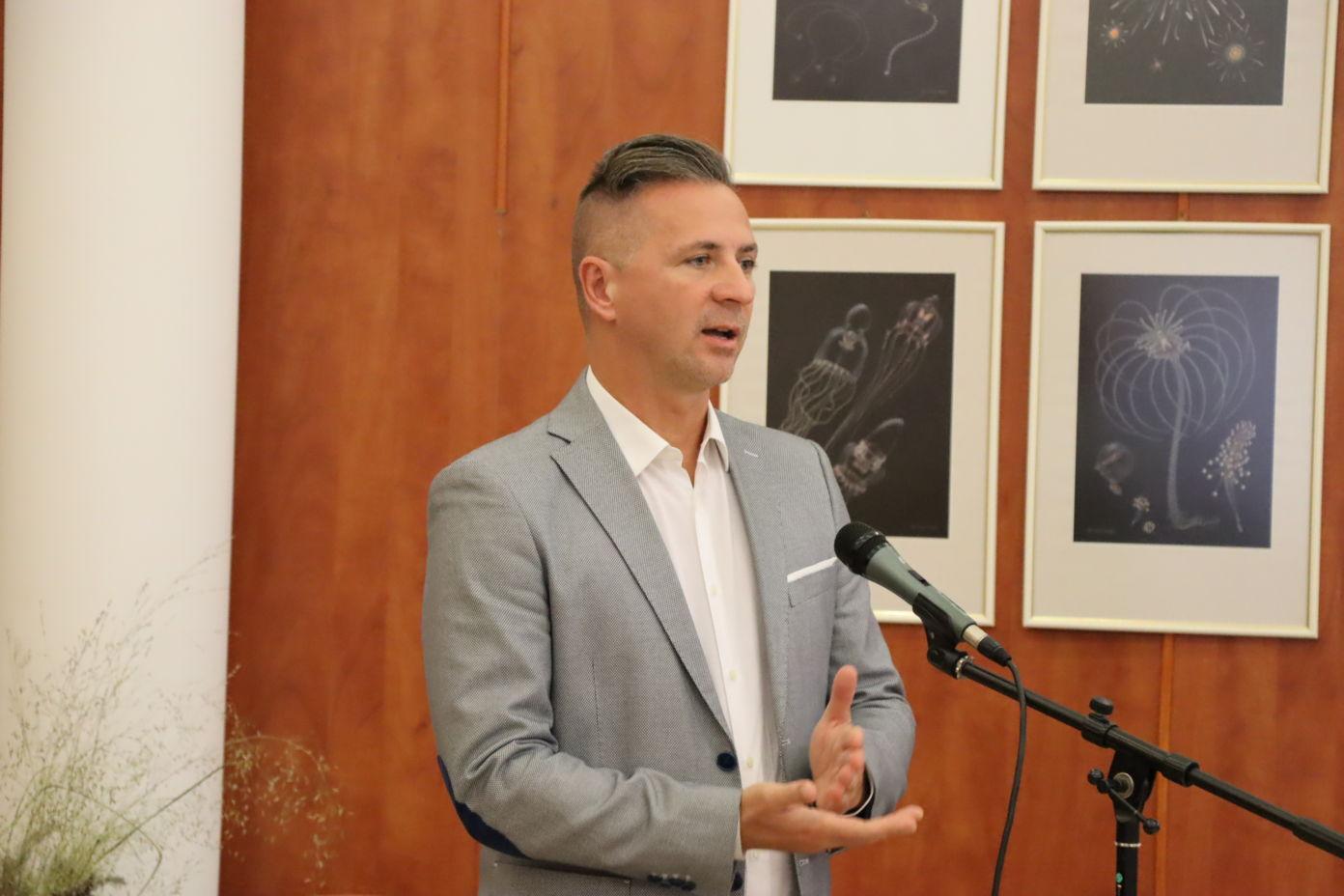 Dr. Gszelmann Róbert az ingyenes fogorvosi kezelésekről tájékoztatott